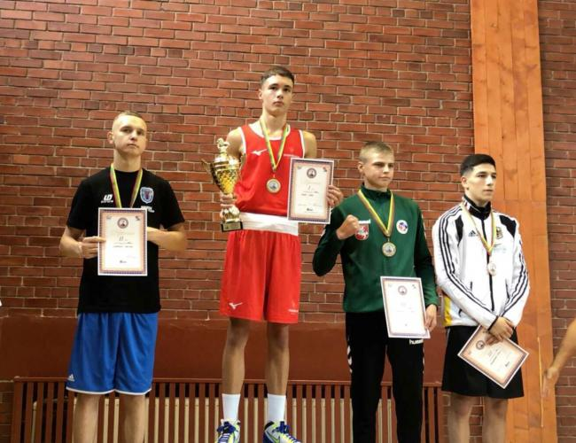 Ioan Croft captured the best boxer of the tournament award in Lithuania – but should it have gone to his identical twin Garan?