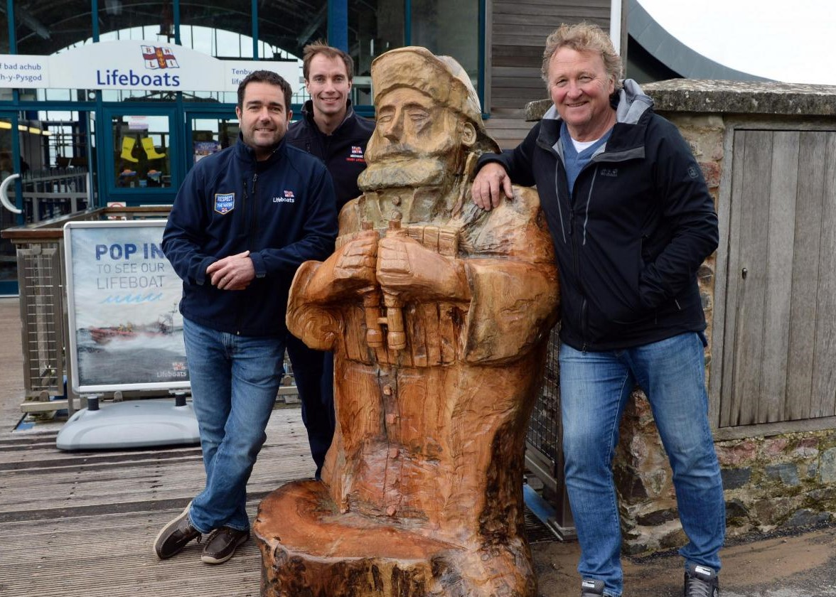 Tree trunk washed up in Tenby is carved by sculptor Robert Raschke to create lifeboatman Sandy