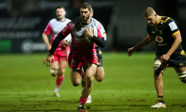 Western Telegraph: Dragons speedster Jonah Holmes races in for a try against Wasps