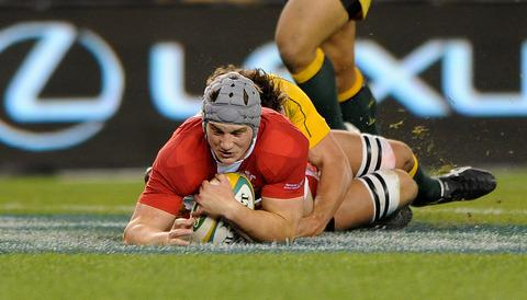 Jonathan Davies puts Wales back in front early in the second half. Picture Huw Evans Picture Agency