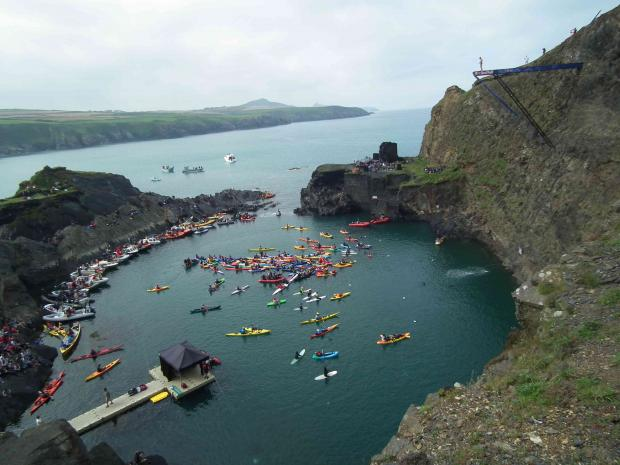 More than 1500 turn out for the second day of the cliff diving event