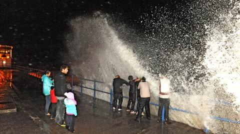 The high tide proved popular with a few Saundersfoot thrill seekers PIC: Gareth Davies Photography