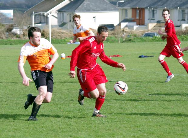Western Telegraph: BEST FOOT FORWARD: Jamie Palmer pushes forward for West Dragons in their win against Saundersfoot Sport. PICTURE: Western Telegraph. (4817372)