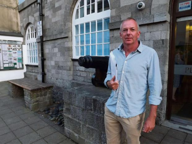 Western Telegraph: HEATED DEBATE: Cllr Jon Harvey won a vote of no confidence in Pembrokeshire County Council's ruling IPG.  PICTURE: Western Telegraph. (6294254)