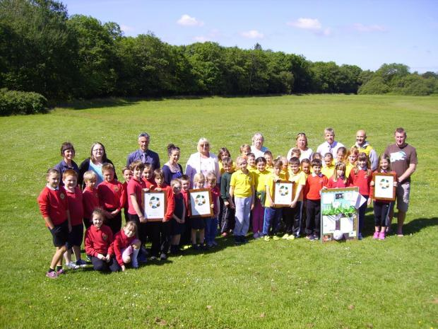 GREAT OUTDOORS: Five new Outdoor Schools proudly show off their certificates presented by Cllr Sue Perkins, Cabinet member for Education and Safeguarding (centre).   (7867852)