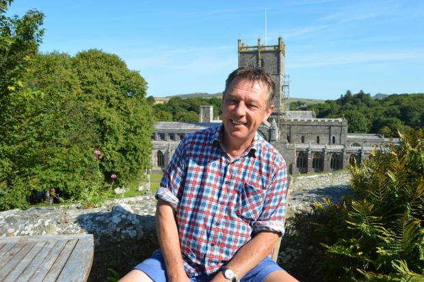 UP FOR A CHALLENGE: One Show presenter Andy Kershaw is calling on the people of St Davids to come and sit for a portrait.PICTURE: Western Telegraph