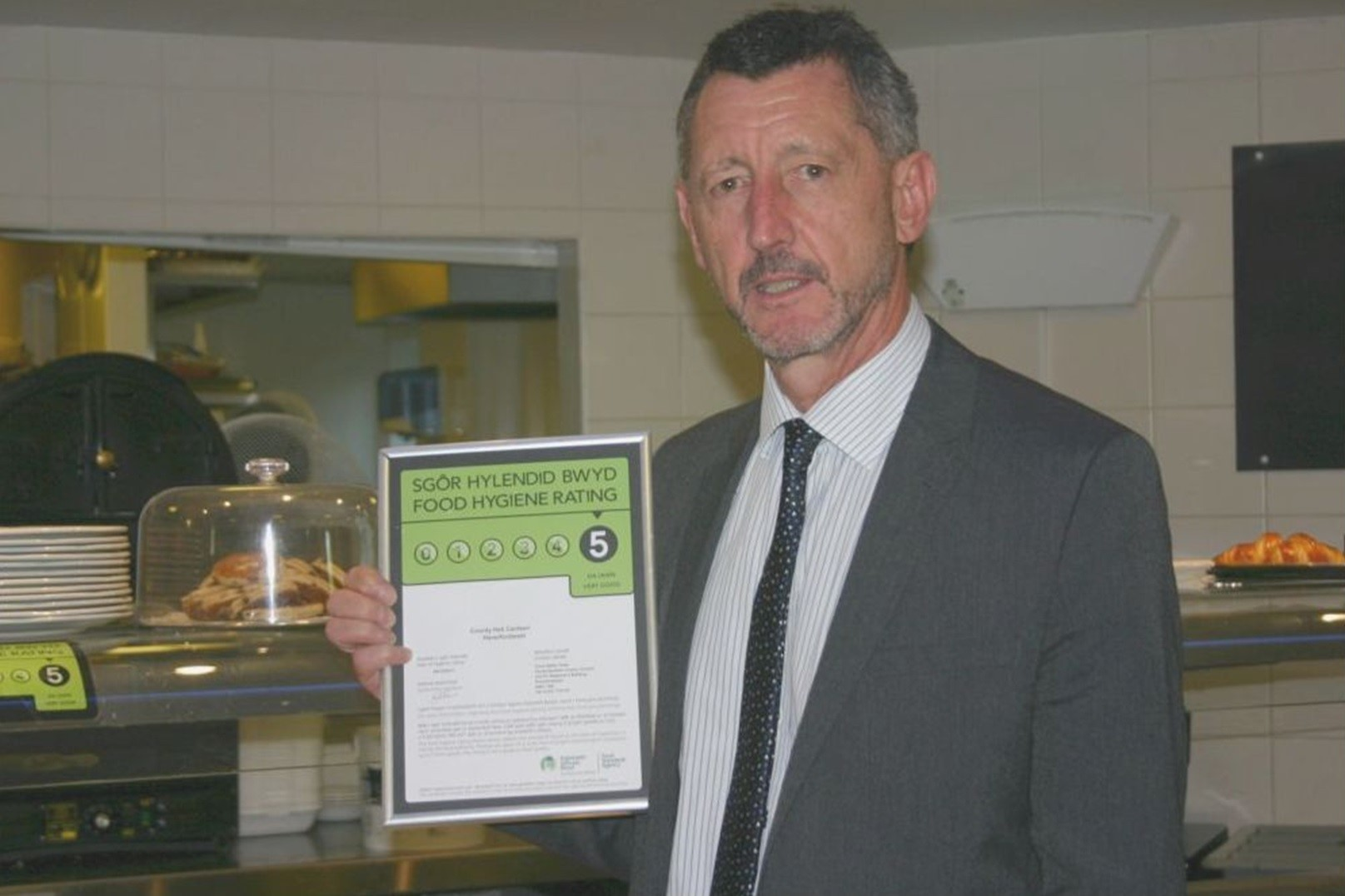 FOOD HEALTH EXPERT: Mark Elliott with County Hall canteen's 5 rating sign.  (9155404)