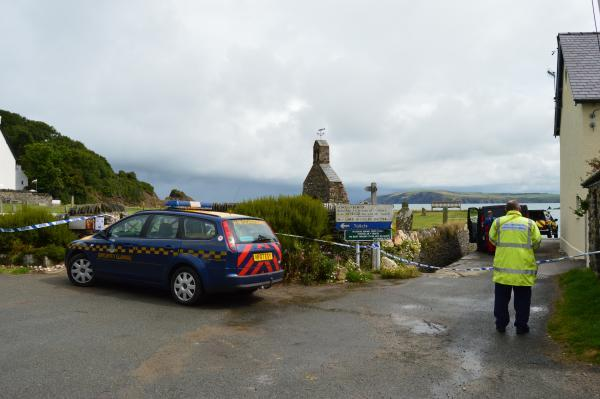 "Cwm Yr Eglwys closed due to ""suspect"" device. PICTURE: Western Telegraph"