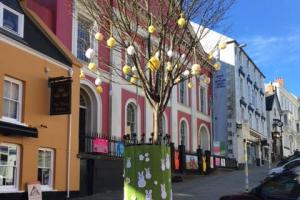 Haverfordwest is full of woolly wonders as the town is yarn bombed in the run up to Easter