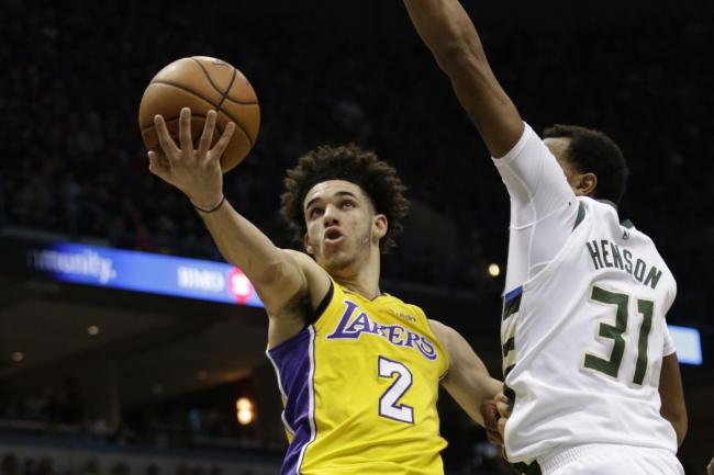 a79a5ed9dda Lonzo Ball s heroics werwe not enough to prevent defeat for the Los Angeles  Lakers (Darren