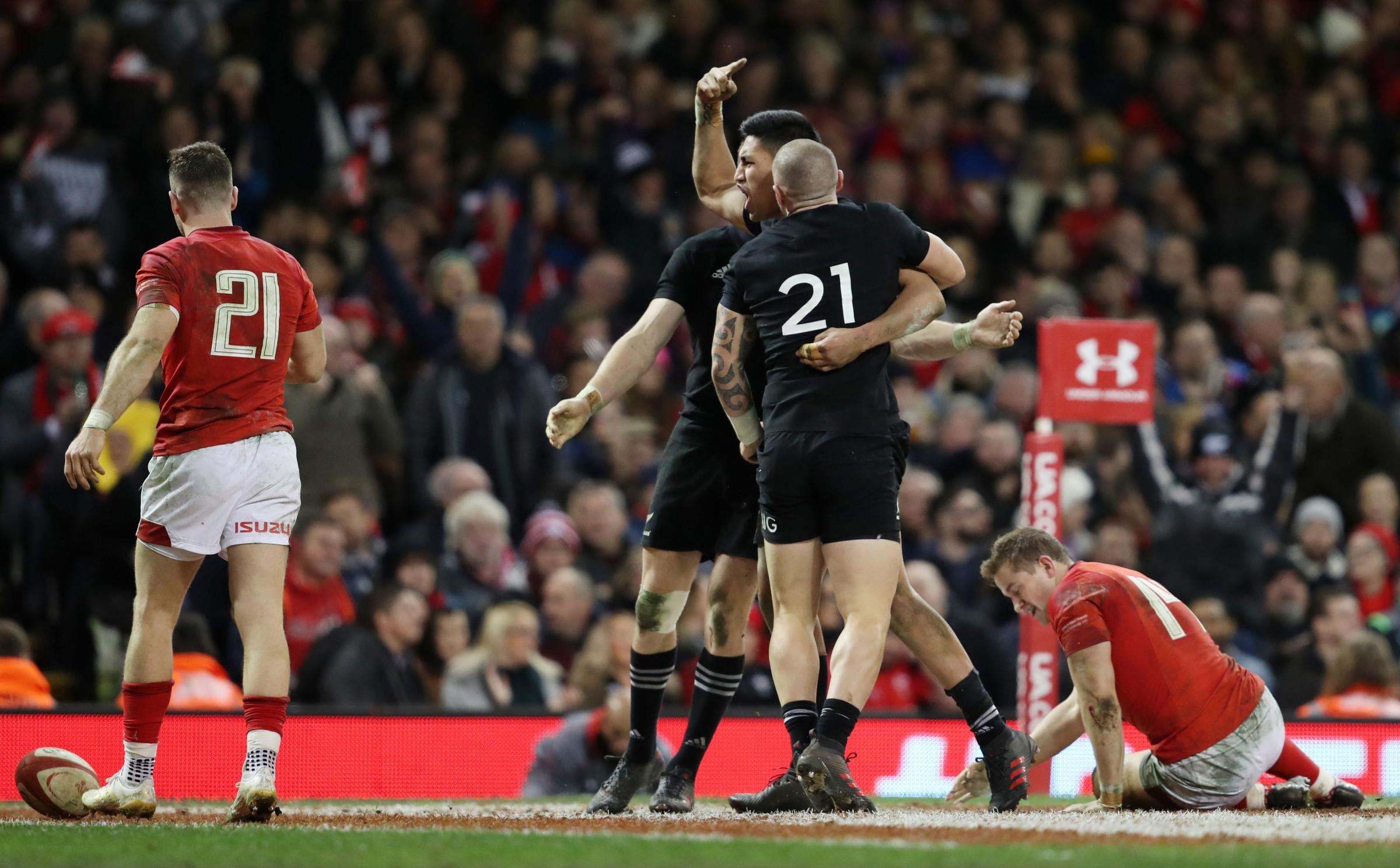 Wales 18 New Zealand 33
