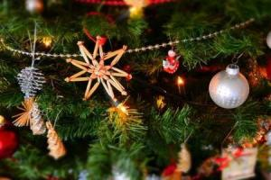 should your decorations come down today or tomorrow - When Should Christmas Decorations Be Taken Down