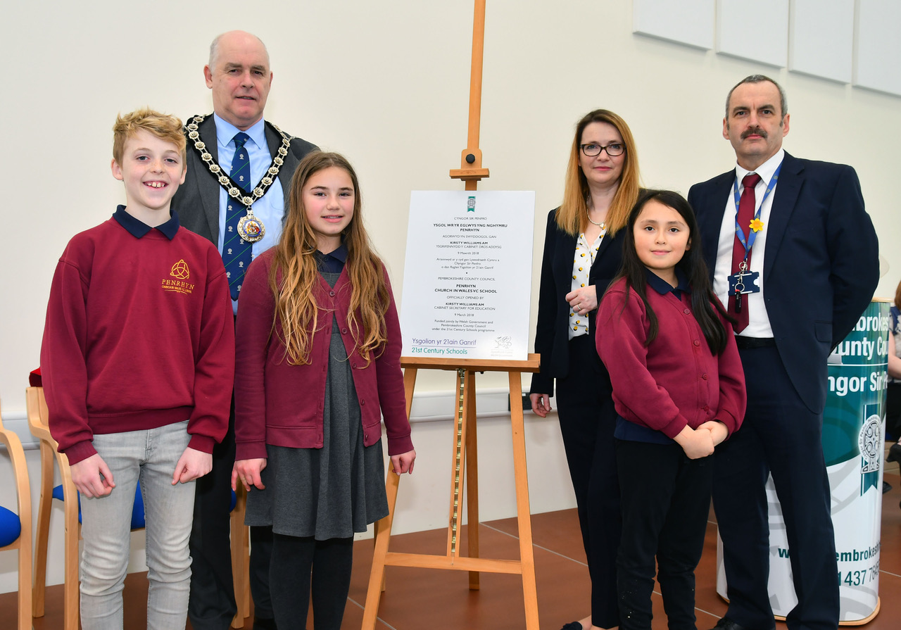 Cabinet Secretary AM Kirsty Williams is pictured with Cllr Paul Harries and Head teacher Clive Condon, along with senior members of the school council, and the school's Eisteddfod bard.