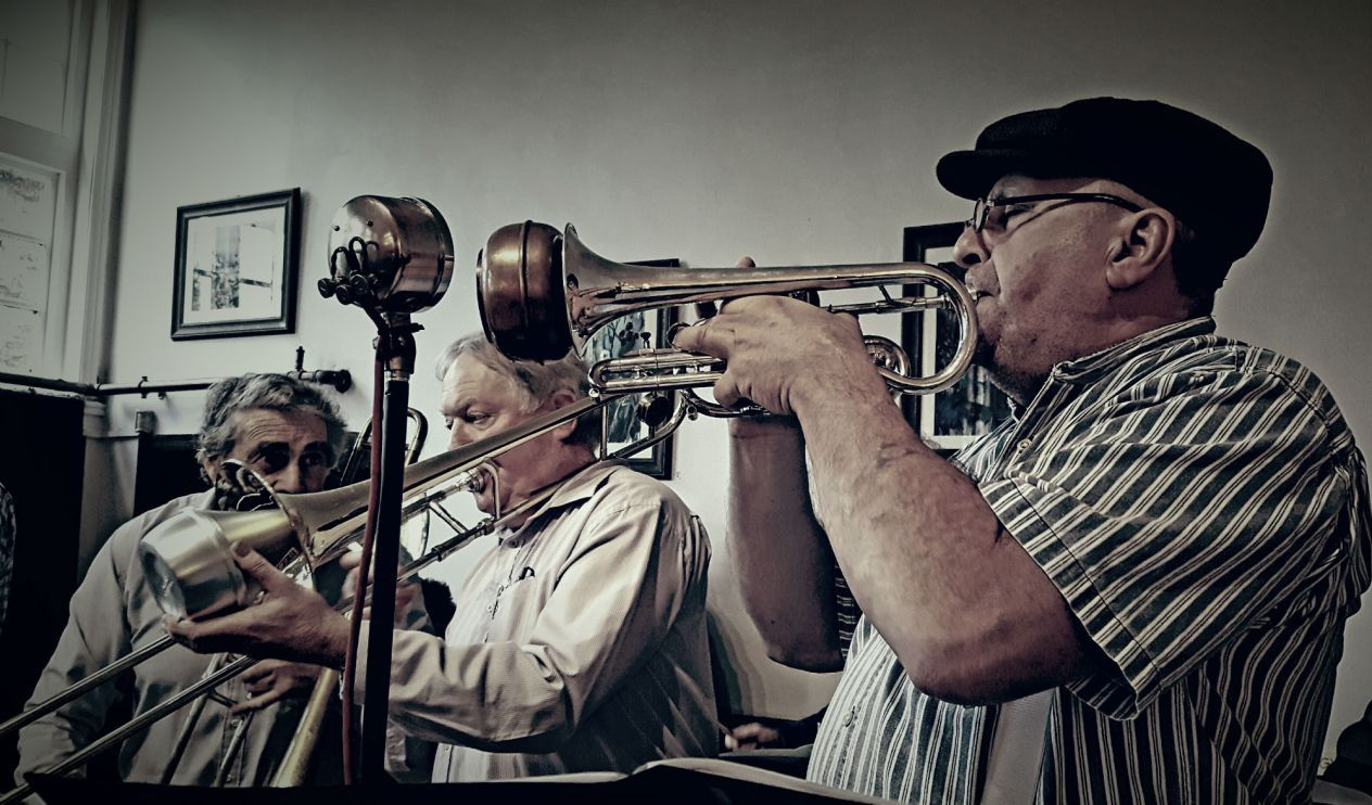 Pembrokeshire's own Saint City Jazz Band  welcomes in the new SpanJazz year..